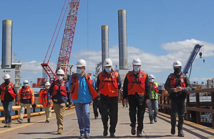 Minister Alfredo Moreno visiting the Chacao Bridge site