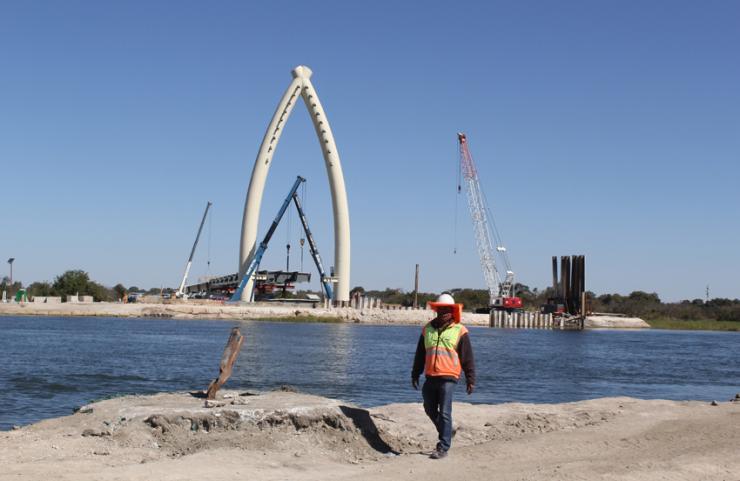 Mohembo Bridge under construction