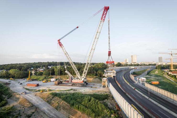 Mammoet's removal of bridge at Vienna freeway junction